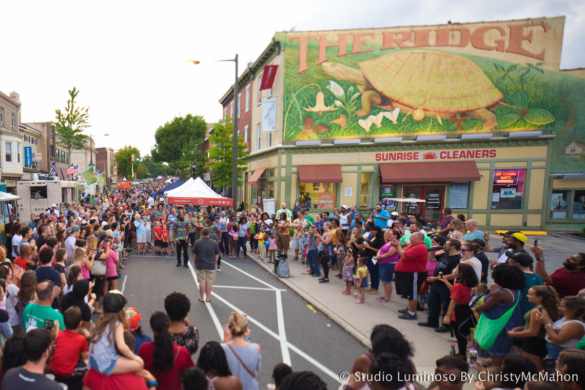 Photo: Live street performance at Night Market Roxborough 2017
